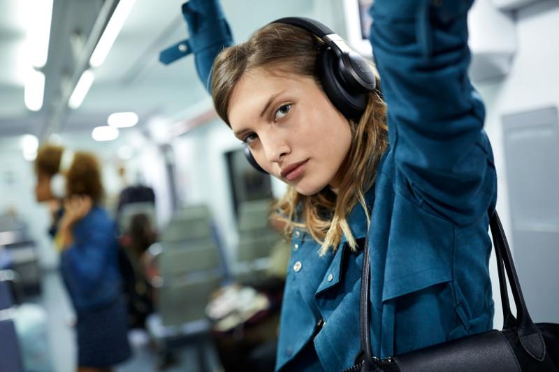 Llega a México la nueva línea de audífonos inteligentes LIVE ...